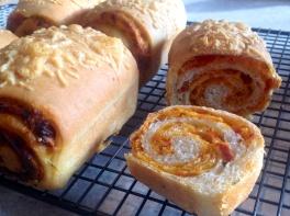 Sun-dried tomato & basil bread