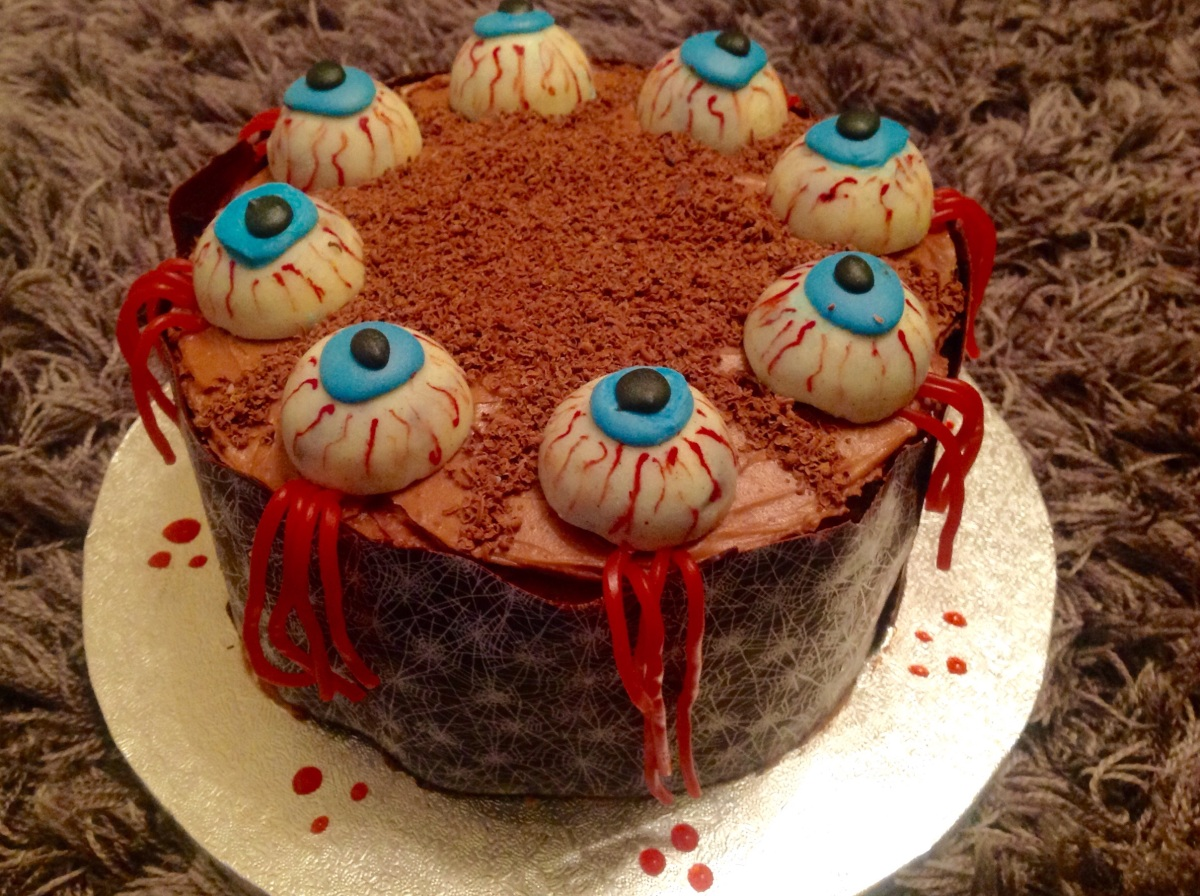 Chocolate & raspberry Halloween eyeball cake!!