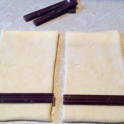 (2) Place chocolate near the shorter edge