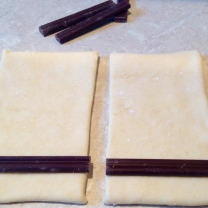 (2) Place chocolate near the shorter edge