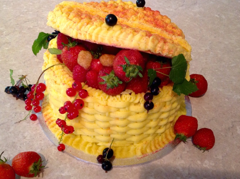 Fruit basket cake