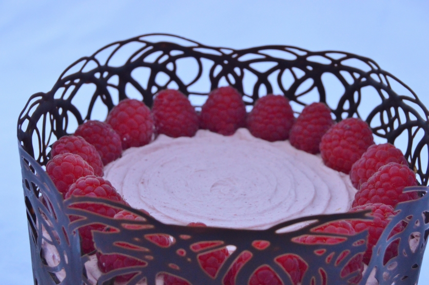 Thin, lace-effect surround