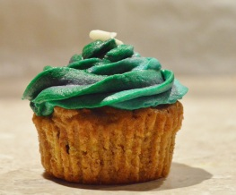 Blackcurrant and mint cupcakes