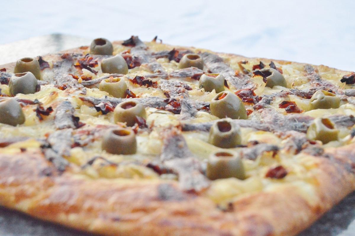 Croissaladière (anchovies, olives, confit shallots on croissantdough)