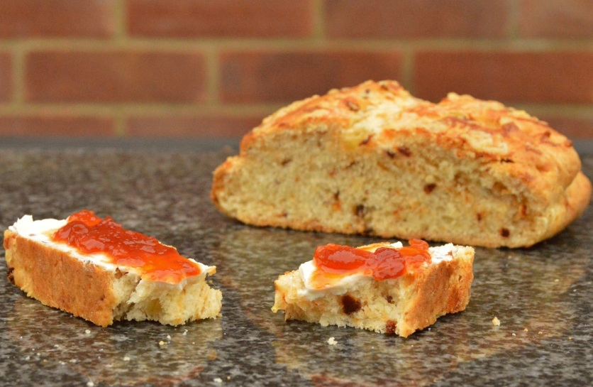 Large sun-dried tomato & cheese scone, served with herbed cream cheese & tomato chutney