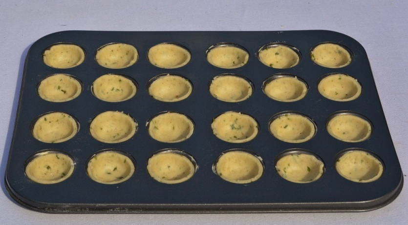 coriander and sesame seed pastry