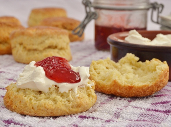Traditional scones: sweet simplicity!