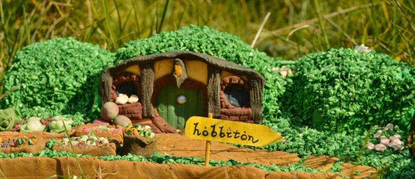 Hobbit house cake
