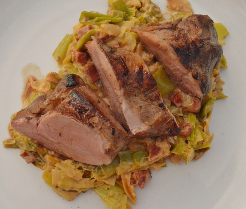 Pork tenderloin with creamed leeks & chorizo