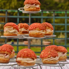 Choux buns with blackcurrant craquelin