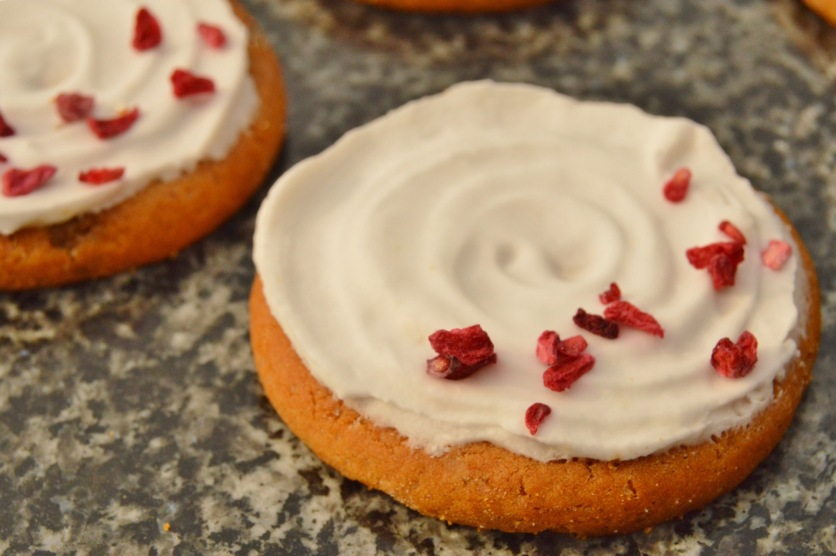 ginger and lemon iced biscuits: simple swirls