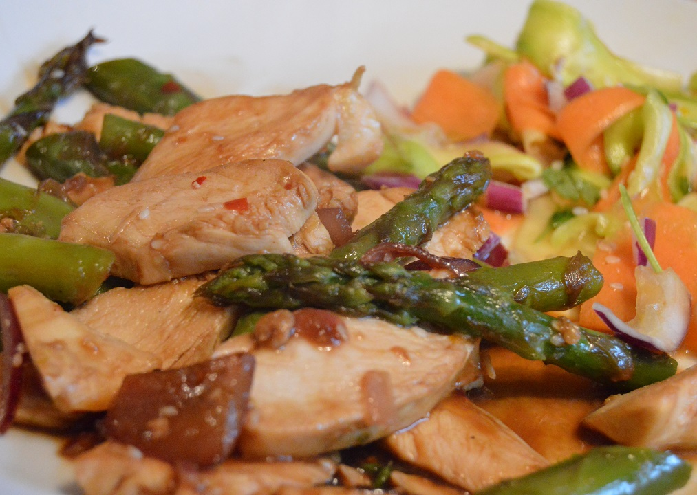Spiced chicken & asparagus with a fresh courgette & carrot salad