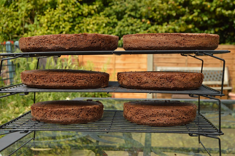 Cooling chocolate cakes!