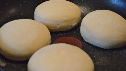 English muffins: cooking over a very low heat