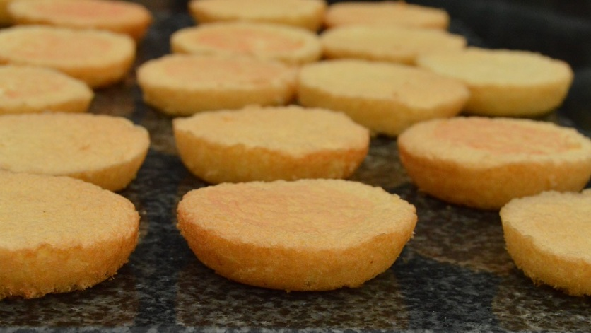 Pimms Jaffa cakes: baked sponges