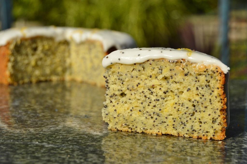 Lemon and poppy seedcake