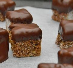 Crispy gingerbread cake bites