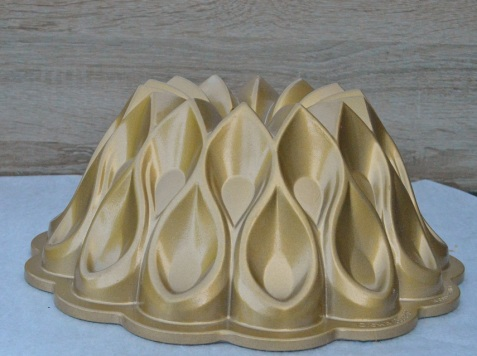 bundt tin - from the side