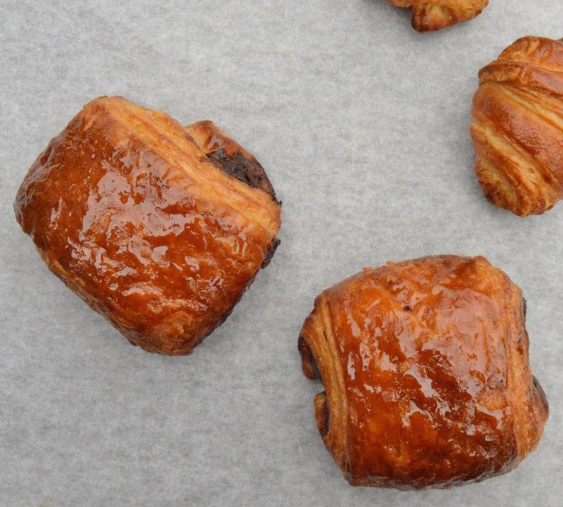cherrry pains au chocolat