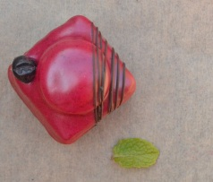 blackcurrant and mint fondant fancies