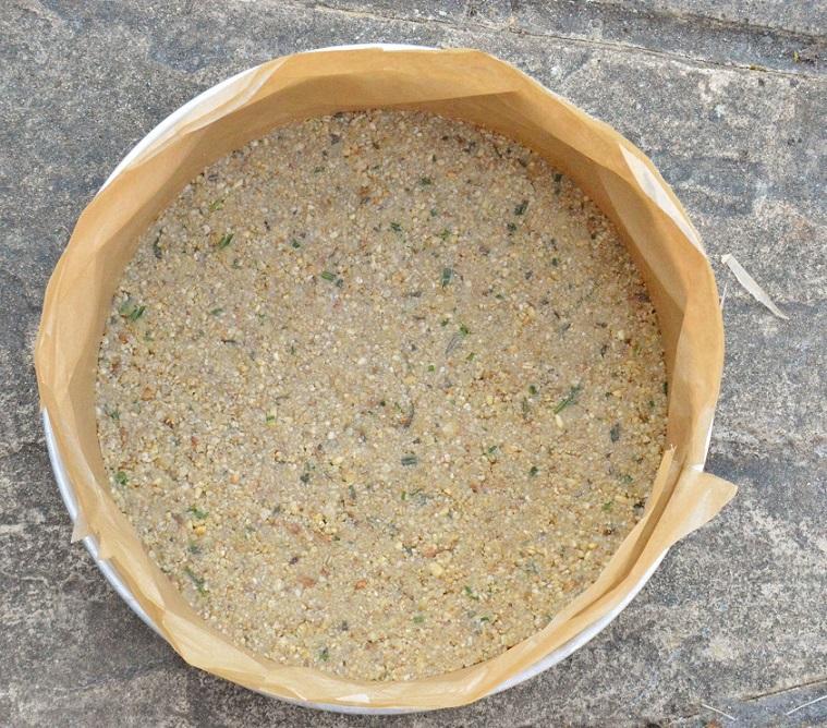 Gorgonzola, pear and walnut cheesecake base