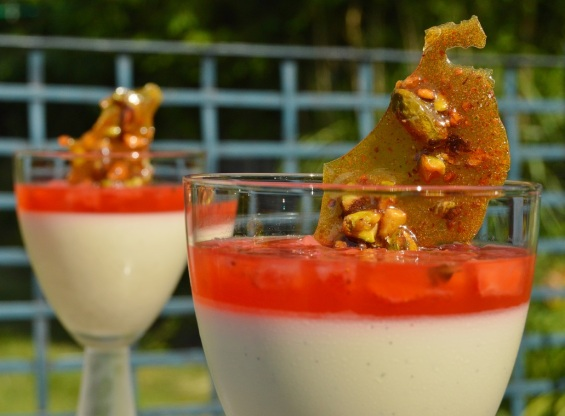 elderflower panna cotta with strawberries & Pimms
