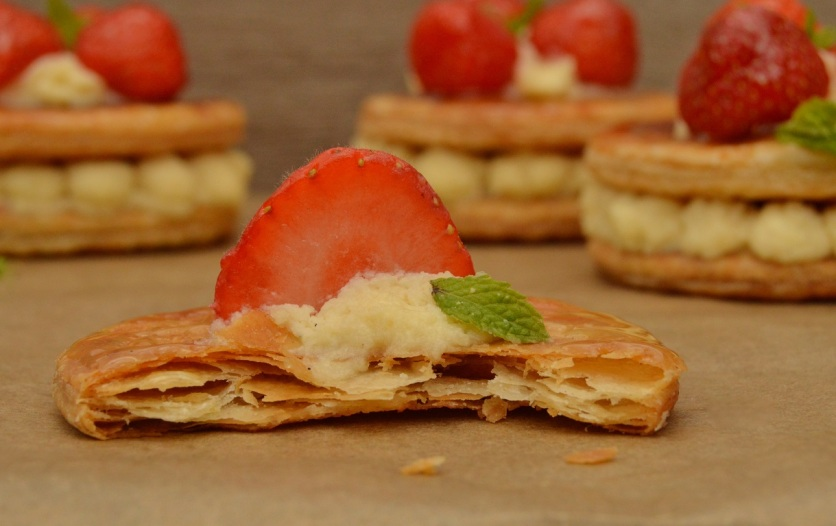 strawberry millefeuille pastries: single layer!