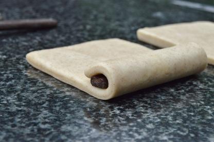(II) Roll up over chocolate