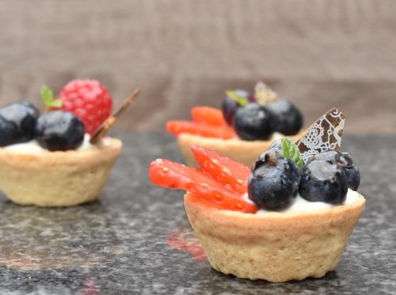 Lemon cheesecake fruit tarts