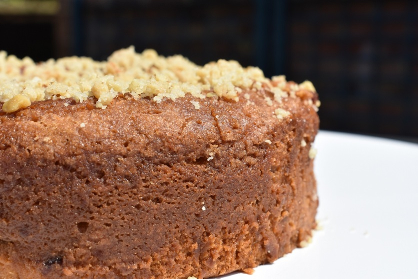 rhubarb and ginger crumble cake