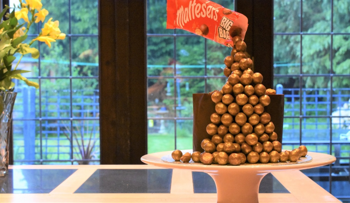 Cascading Maltesers cake & chocolate wraps!