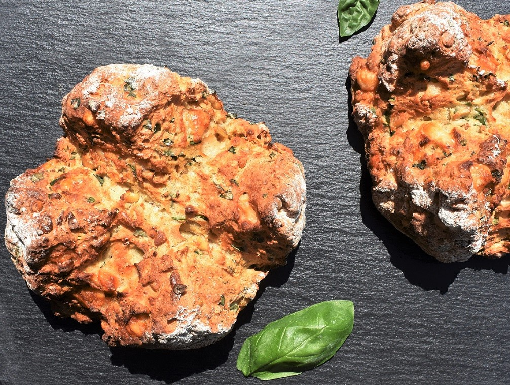Basil & roasted garlic soda bread