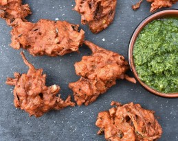 pakora, pakoras, fry, cook, homecook, cooking, vegan, vegetables, vegetarian, recipe, Indian, Indianfood, Indian food, snacks, starter, spiced, bhaji, chutney, garlic, mint, relish, coriander, spices. spicy, onion, philip, philipfriend, philip friend, bbhc, cookery, food, foodie
