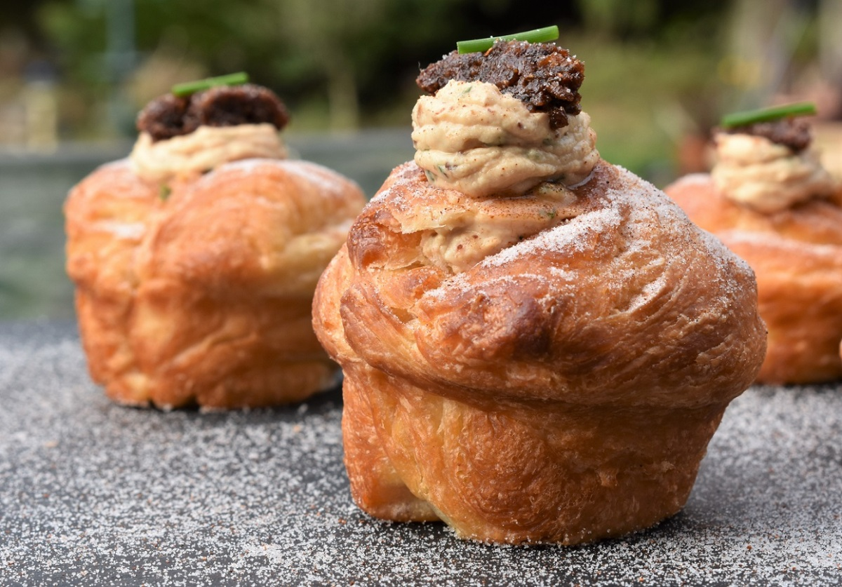 Bacon and goats' cheese cruffins