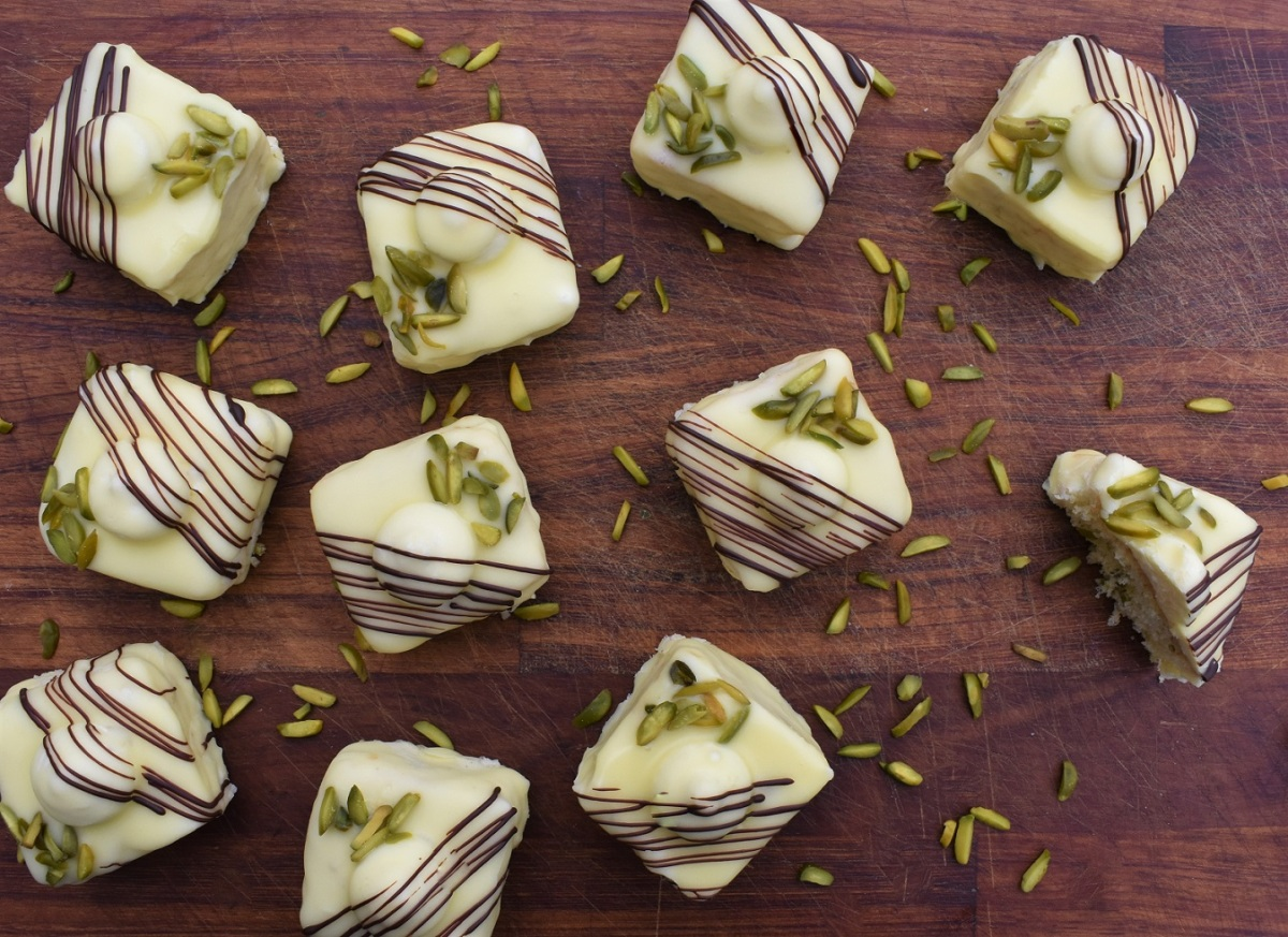 Lemon, pistachio & rose cakes