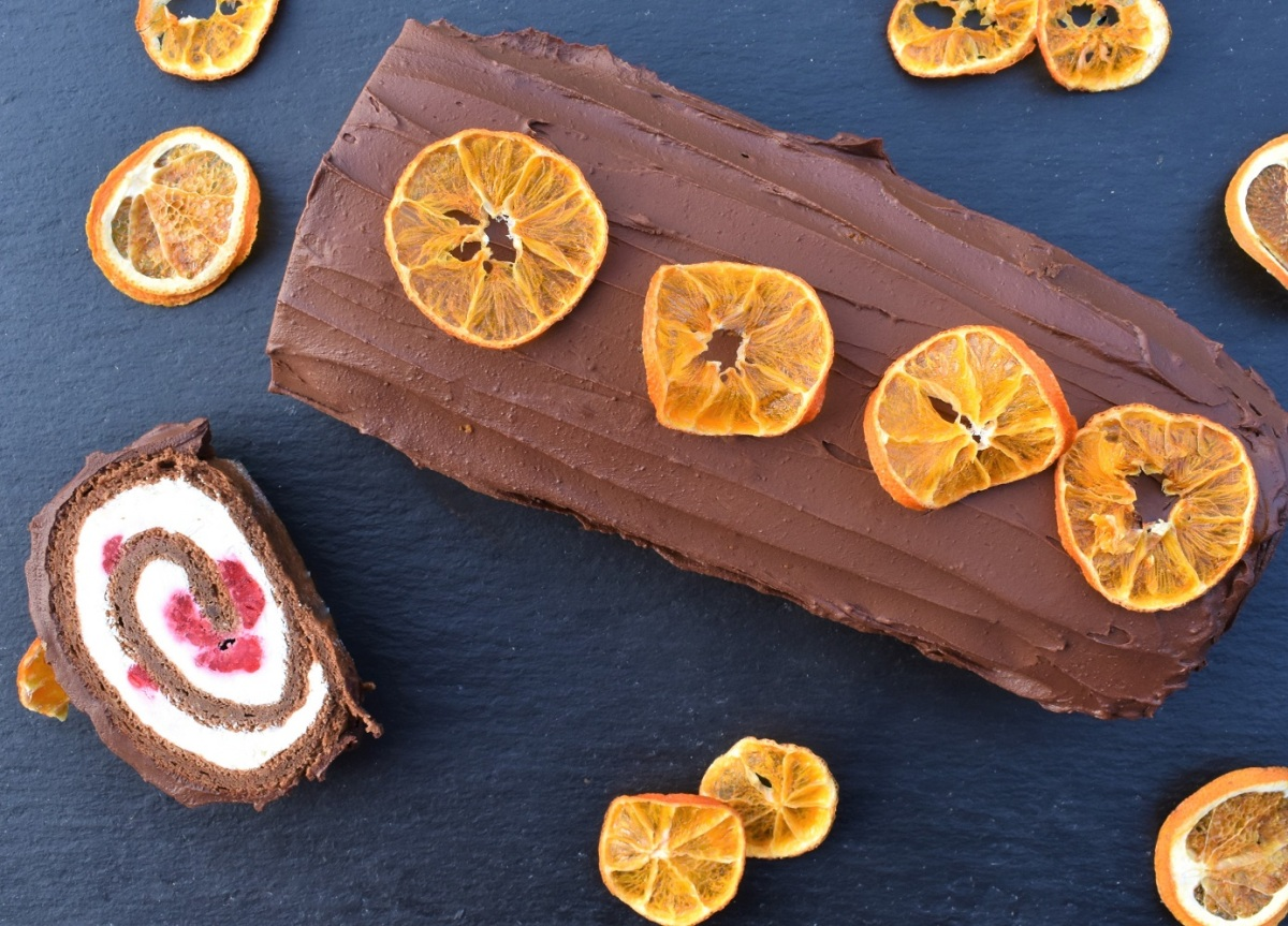 Orange and raspberry roulade