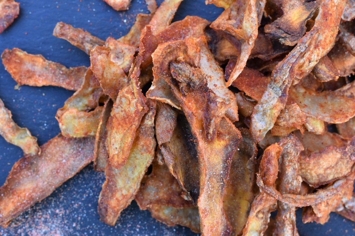 Paprika-spiced vegetable peel crisps