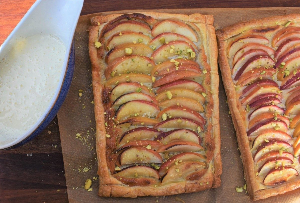 Glazed apple tarts