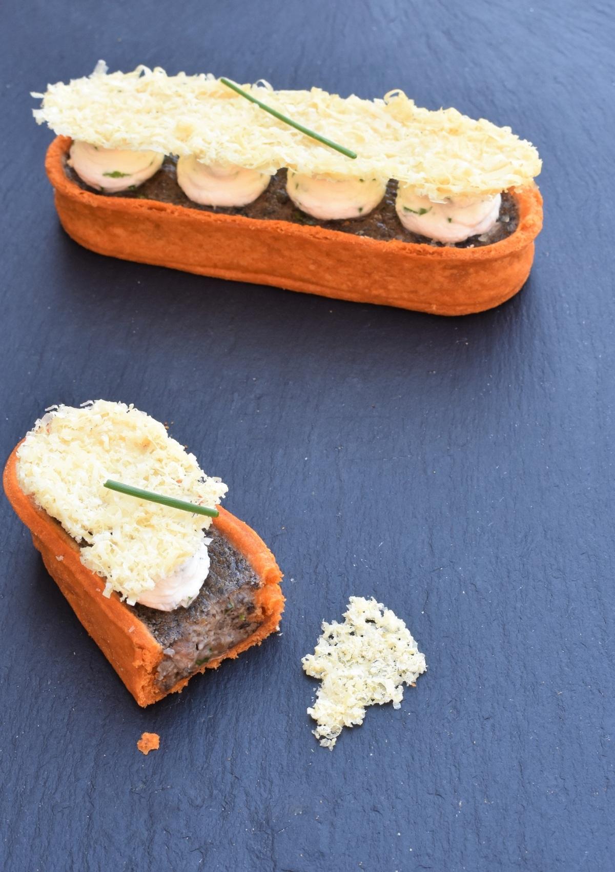 Mushroom and roasted garlictart
